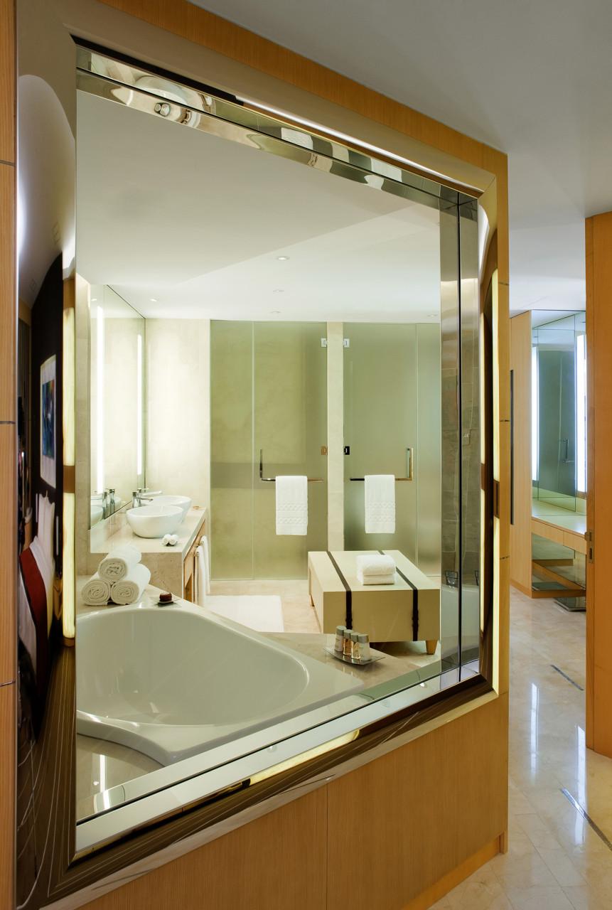 Standard Hotel Room: JUMERIAH MEYDAN HOTEL STANDARD ROOM